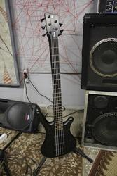 Продаётся басс гитара Warwick